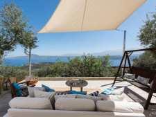 Gardenia Garden House looks over Souda Bay