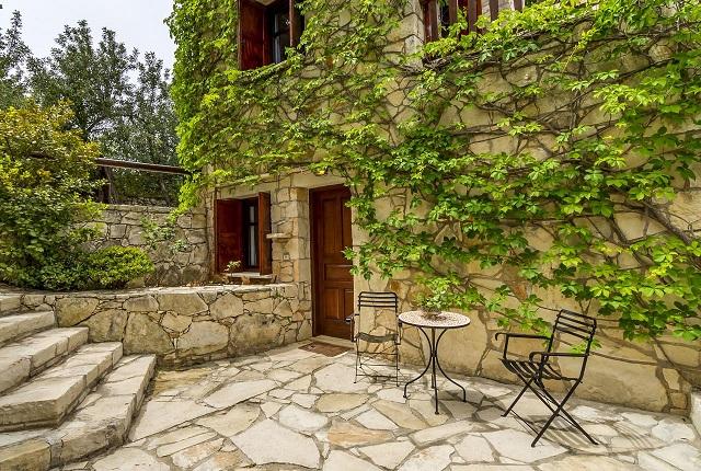 Villa Oreastro Guest House near Kefalas in Apokoronas, Crete. 35 minutes to Chania or Rethymnon Venetian towns.