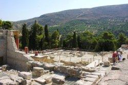 Minoan Palace of Knossos (image by Phileole)