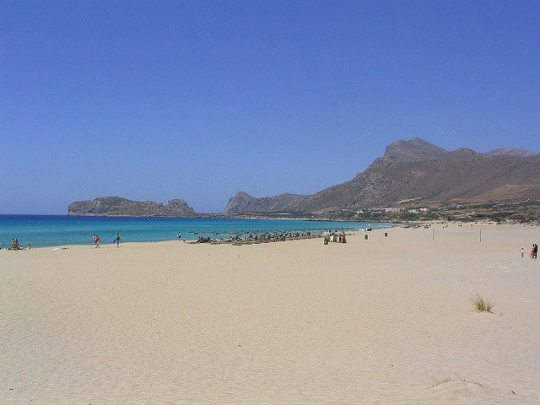 The wide bay of Falasarna actually has five coves to explore and a big wide sandy beach. (image by Taver)