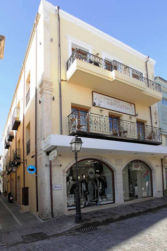 Afroditi Aparthotel is located within the walls of the old town of Rethymnon in western Crete, 67 km from Chania International Airport CHQ.