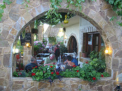 Restaurant Manoli - traditional Greek food