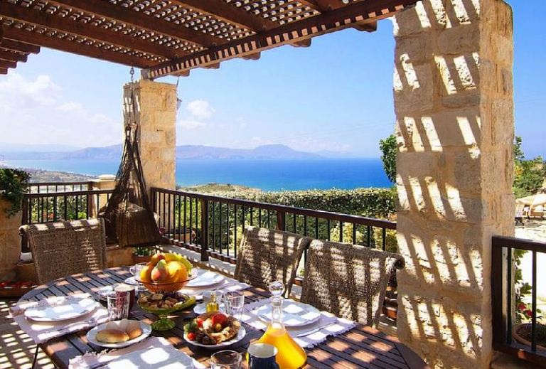 Alexis Villa near Filaki in Crete - the  breakfast table with view to the sea