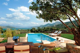Almond Tree Villas are located just outside of Elounda near Agios Nikolaos in the east of Crete