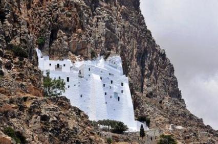 Αμοργός - Monastery of Panagia Chozoviotissa (image by anjci)