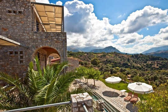 Aoritis Villas in Lampini look over the valley