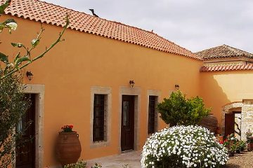 Stay in the rural village of Archanes just 7 km from Knossos