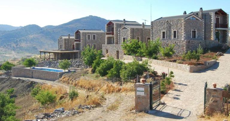 Arodamos Guesthouses are located on the Livadi Plateau just 33 km from Heraklion