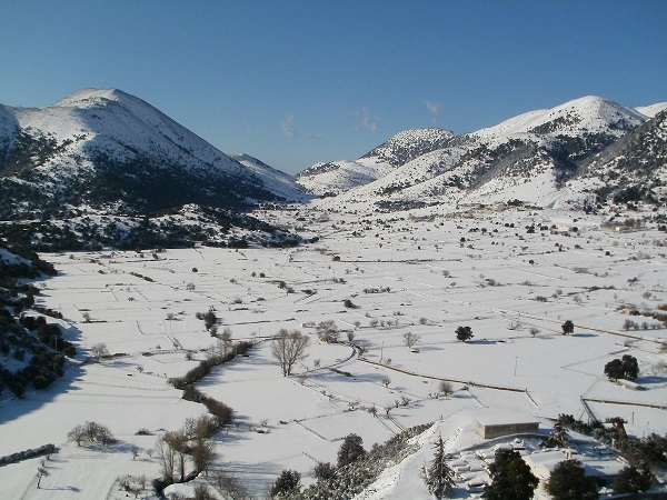 Askifou plateau covered in snow