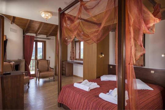 Athina Villa - interior - bedroom