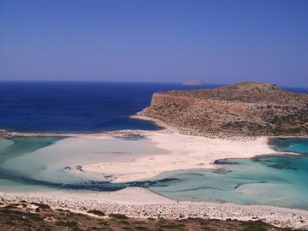 Colours blue and white stun the eye in west Crete (image by El Mostrito)