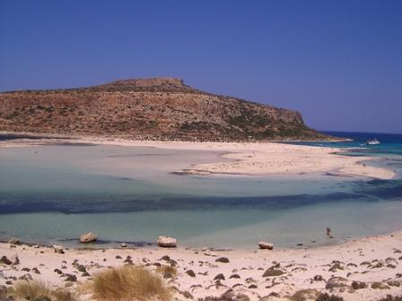Sand and sea - the Mediterranean in West Crete (image by El Mostrito)
