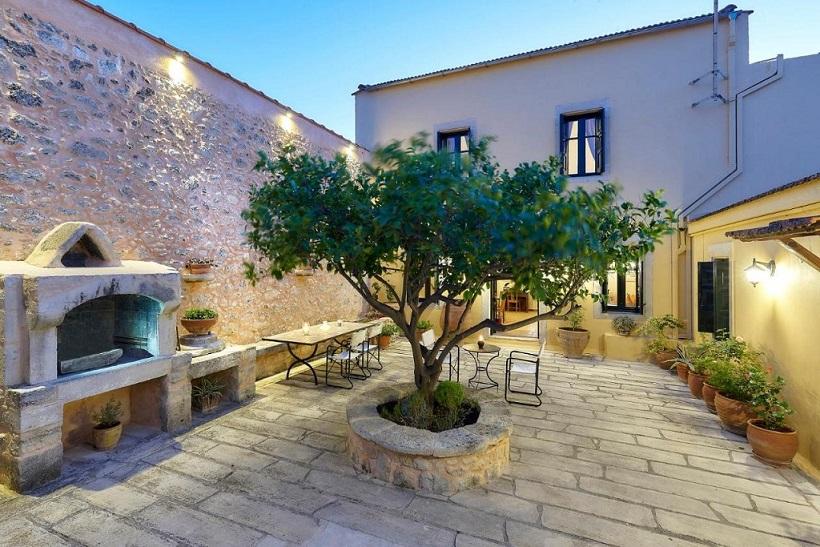 Castello Villa Dafnes Crete Greece