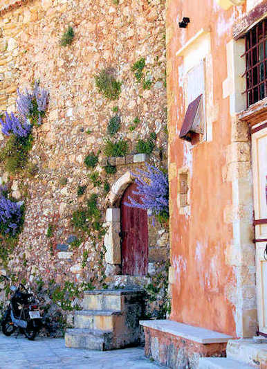 The walls of the Old Town of Chania are dotted with such ruins