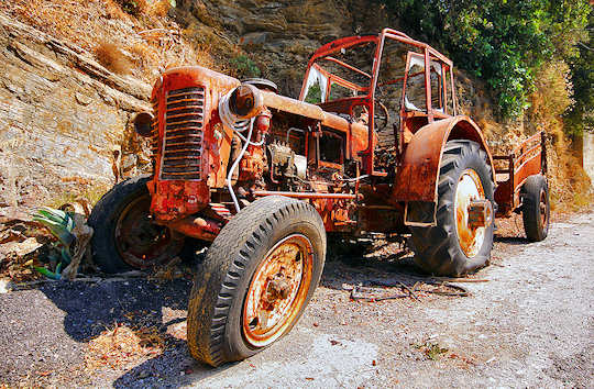 Old abandoned tractor in Crete (image by Miguel Virkkunen Carvalho)