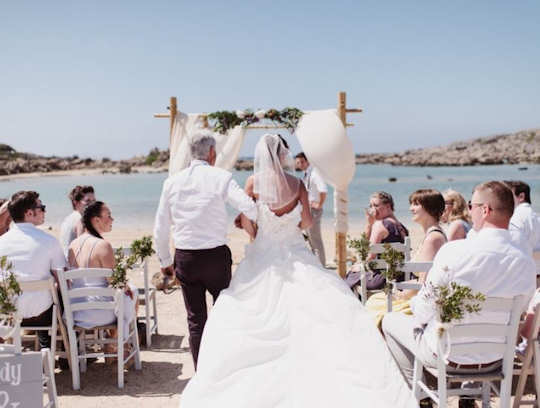 A beach wedding in Crete by Crete for Love (image by Andreas Markakis)