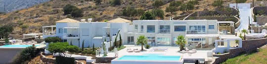 These two villas with two pools can accommodate your special party or event with 26 guests