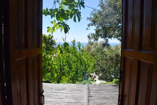 Emilio's House has a sea view at Agia Paraskivi and from here you can drive to Agia Fotini Beach and Triopetra Beach