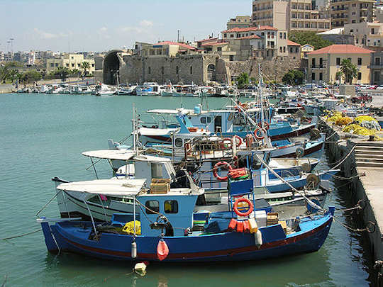 Heraklion harbour, Crete (image by Phileole)