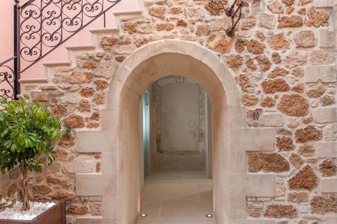 Honeymoon Crete - romantic architecture of Serenissima Boutique Hotel in Chania Old Town