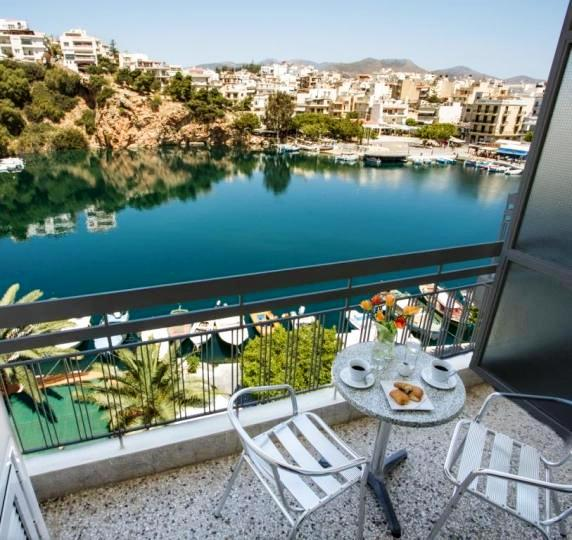 Hotel du Lac has views over Lake Voulismeni