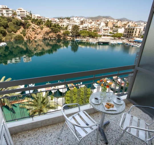 The Hotel du Lac sits in central Agios Nikolaos looking over Lake Voulismeni, which is ringed by cafes and restaurants, circled by shopping streets and close to the harbour in Agios Nikolaos, Crete.