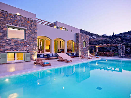 Ikaros Villa in Elounda, Crete has room for 16 guests in 8 bedrooms and 8 bathrooms