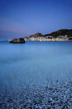 Pigadi harbour - pebbles and clear water (image by Inottawa)