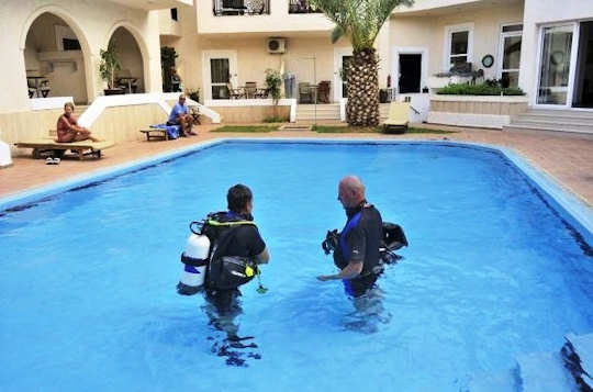 Scuba Lessons in the pool