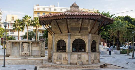 The old Turkish fountain is now a kafenion in Kournarou Square, Heraklion