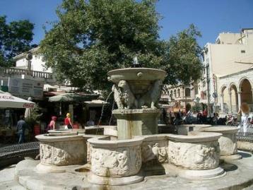 Liondaria Fountain in central Heraklin (image by Daffy Duke)