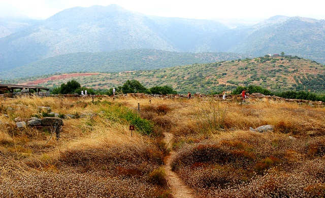 Malia Crete Looking towards the mountains (image by Alexander Baranov)