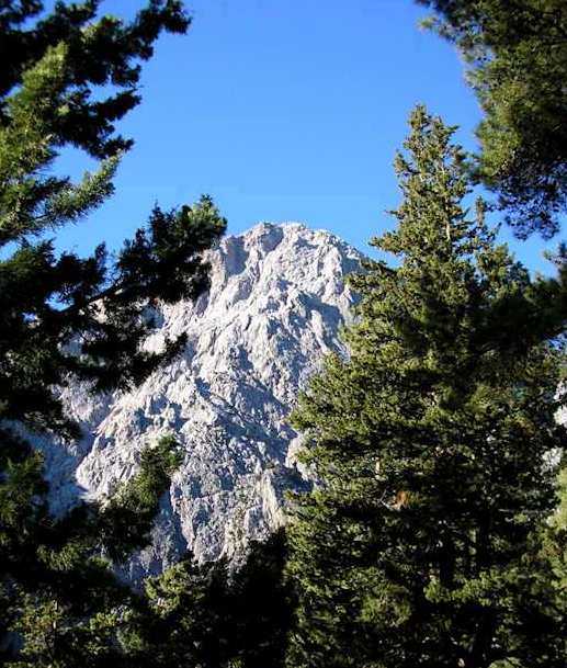 Mount Gingilos, from the entrance to the walk (image by Christine McIntosh)