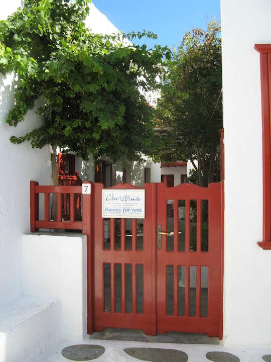Christinas Studios, exterior