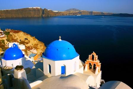Views from Oia are spectacular (image by Navin)