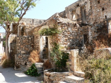Ruined buildings on the island (image by James Preston)