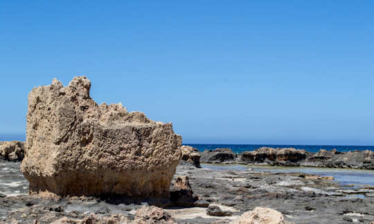 The rock pools of Stavros Beach, hours of fun for young explorers