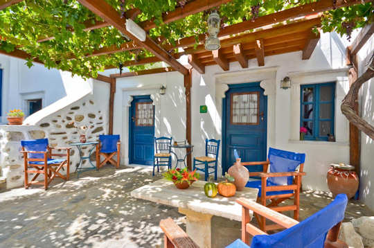 Experience classic Cycladic comfort at the Venetiko Apartments in Naxos Chora