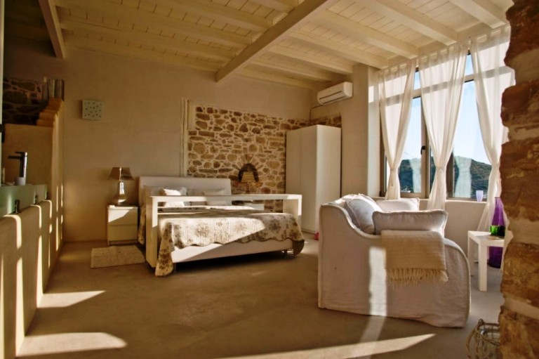 Sea View Villa sleeps 8 in traditional style
