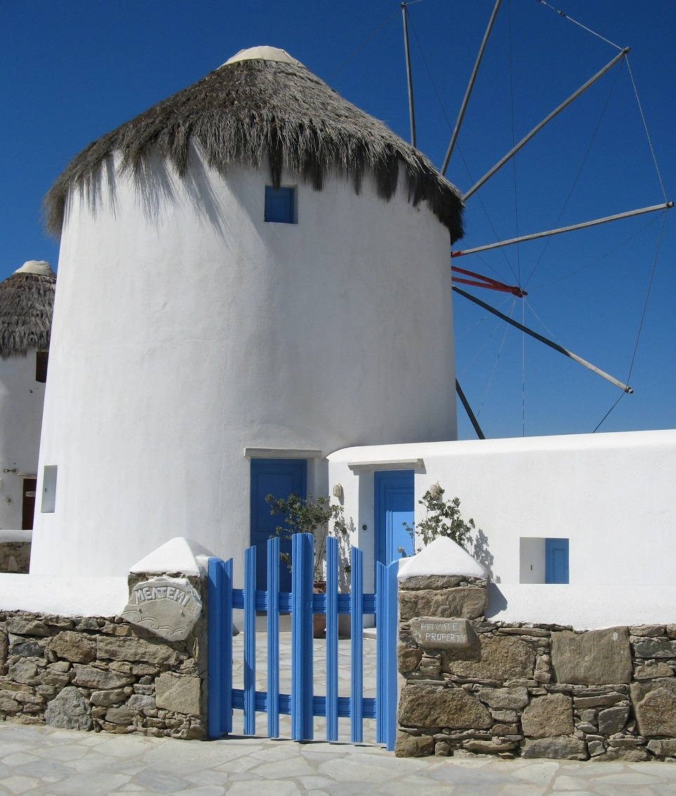 Meltemi Windmill, whtie clad with straw roof