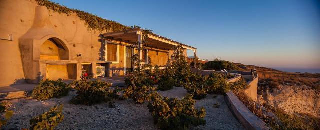 Aegagros Caldera Houses in Santorini