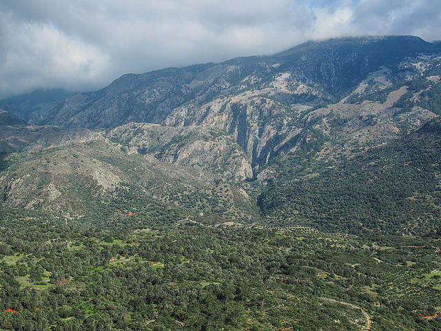 Agia Irini Gorge in Crete is in the White Mountains, and can be reached by car for a day walk