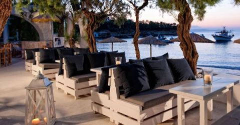 Almyra Cafe Bar in Agia Pelagia - right by the water