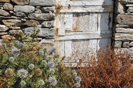 Αμοργός - old village home - detail of wooden door (image by anjci)