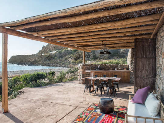 Total beachfront - this is a quiet cottage on the beach in Chania Crete