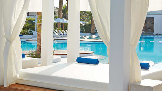 Relax in style at the Caramel Resort in Rethymnon, visit the Wellness Centre