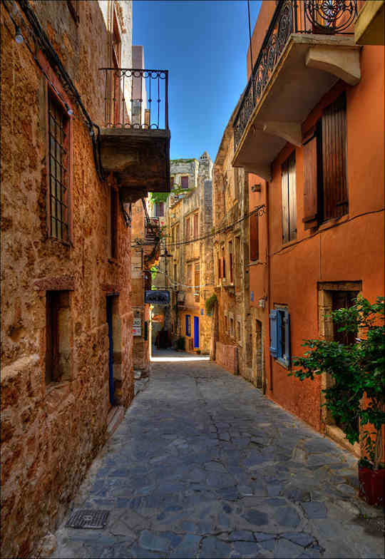 Chania Old Town - narrow laneways (image by romtomtom)