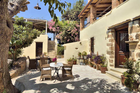 Elia Guesthouse - relaxing courtyard and rural setting