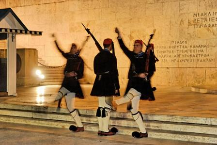 Athens – Evzones – Changing of the Guard (image by Emilio Garcia)