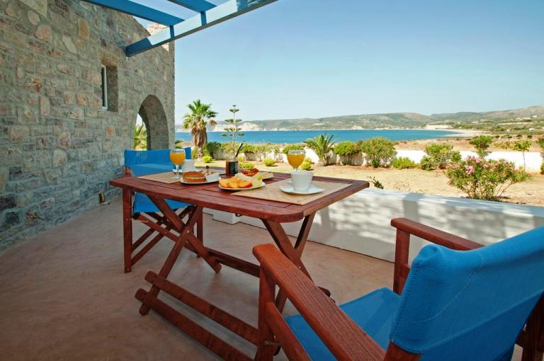 Apartment Anemes is located just outside the seaside village of Avlemenos in Kythira